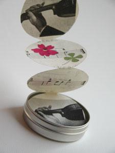 押し花を使った豆本